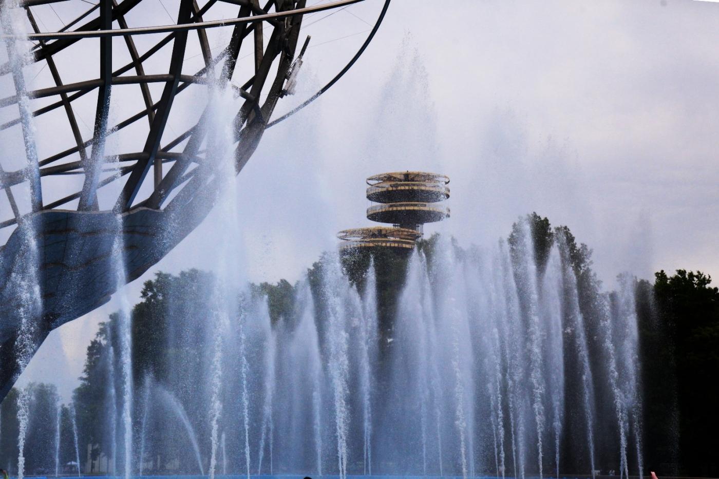炎夏的可乐娜公园地球仪喷水池,是法拉盛周边居民休闲,娱乐的好地方 ..._图1-8