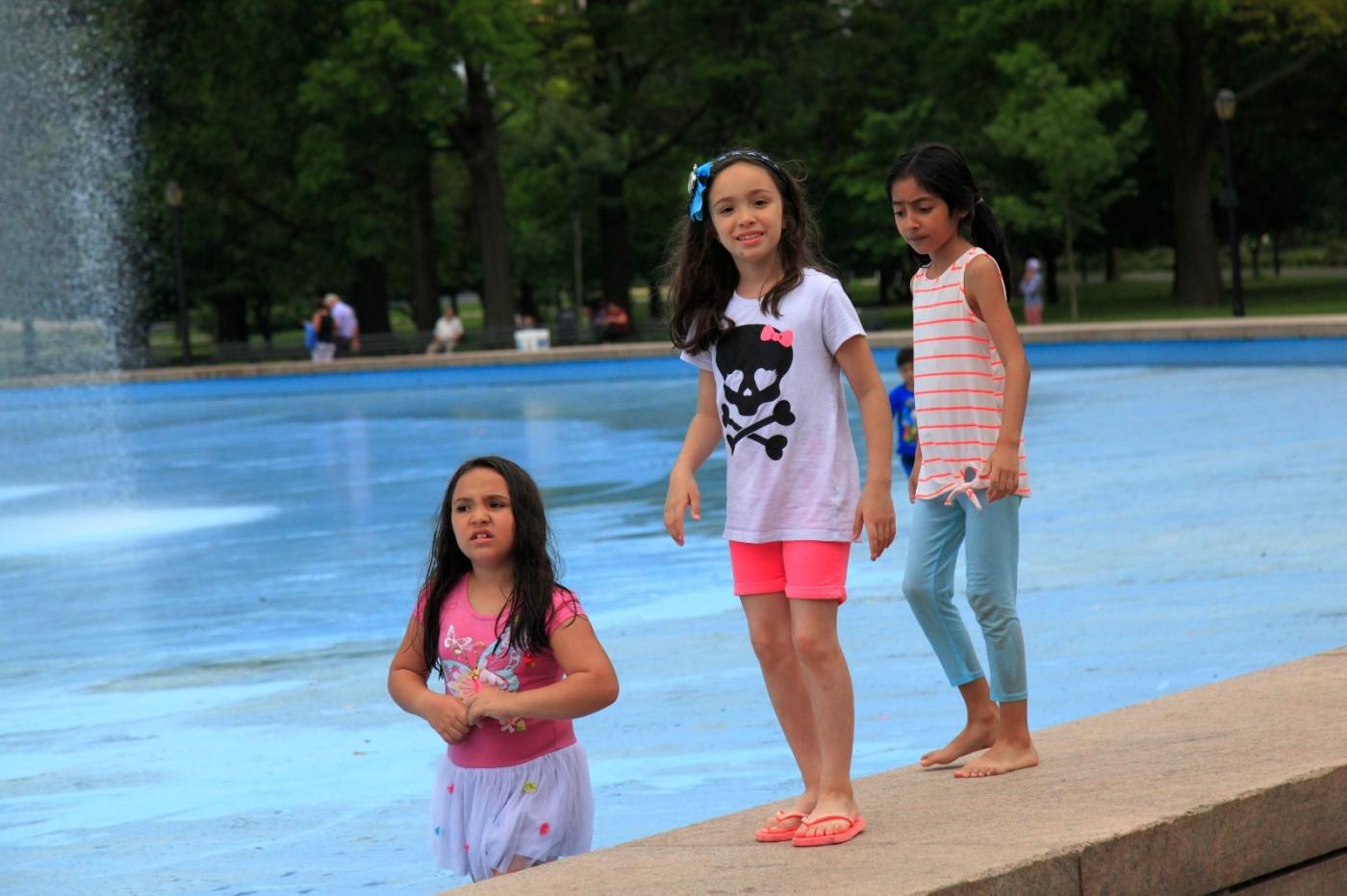 炎夏的可乐娜公园地球仪喷水池,是法拉盛周边居民休闲,娱乐的好地方 ..._图1-10