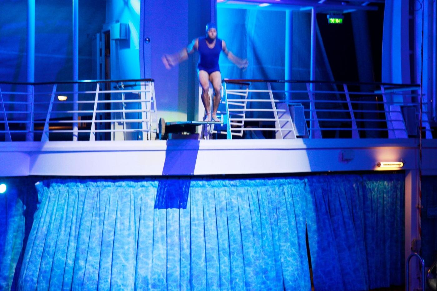 在海洋绿洲号游轮观看高台跳水秀_图1-21