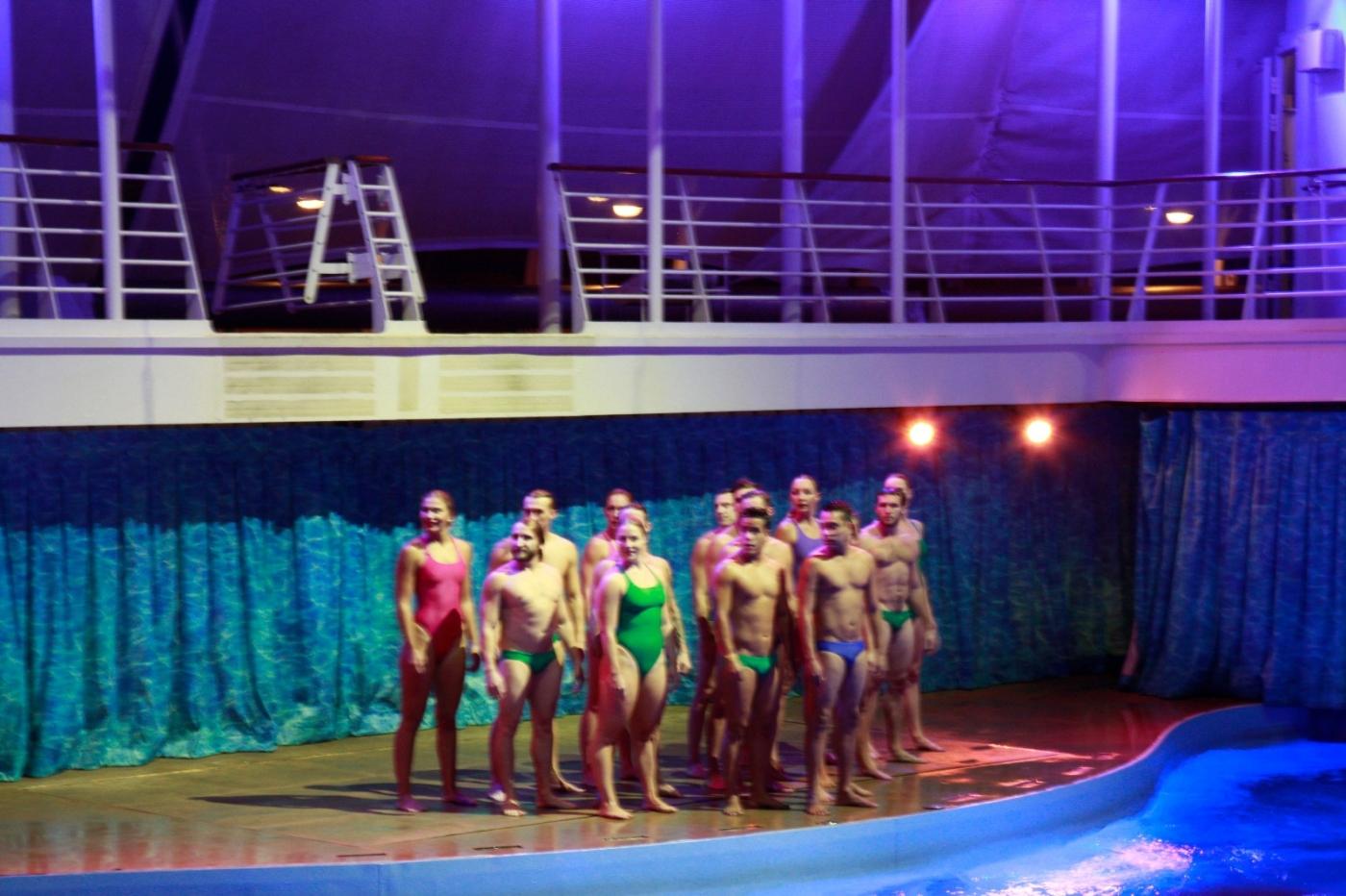在海洋绿洲号游轮观看高台跳水秀_图1-20