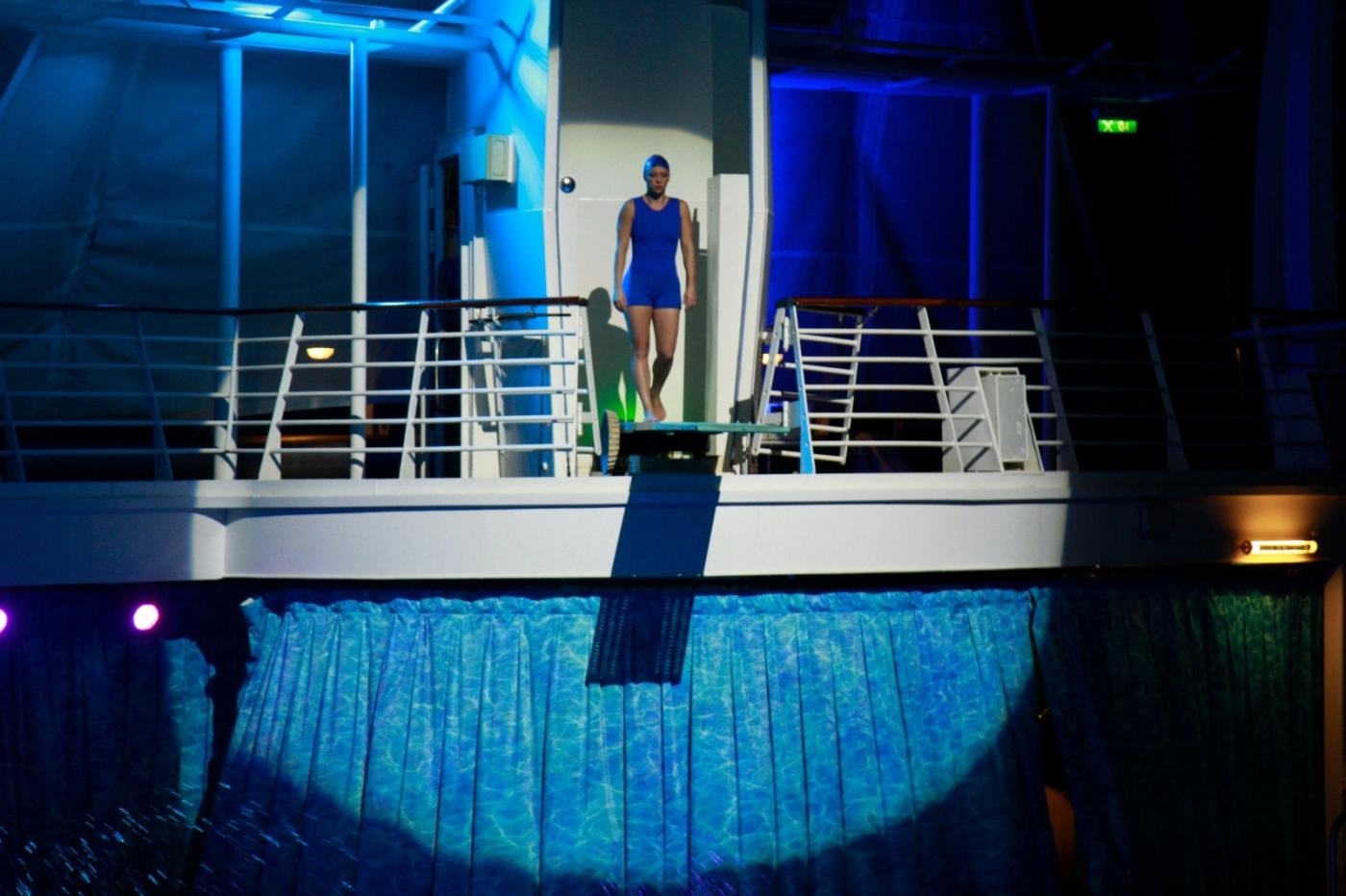 在海洋绿洲号游轮观看高台跳水秀_图1-1