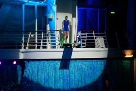 在海洋绿洲号游轮观看高台跳水秀