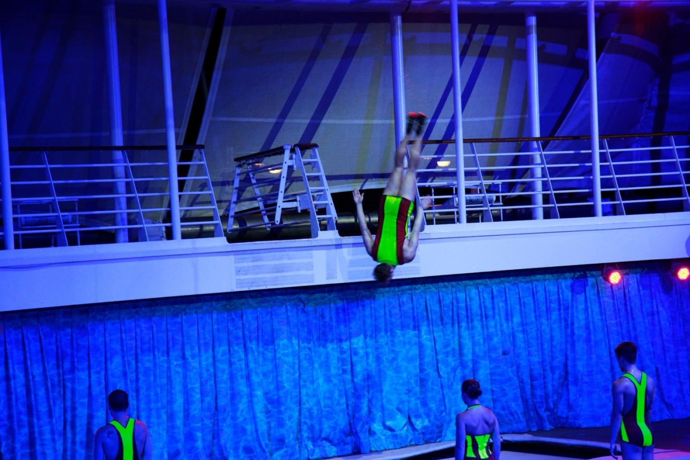 在海洋绿洲号游轮观看高台跳水秀_图1-7