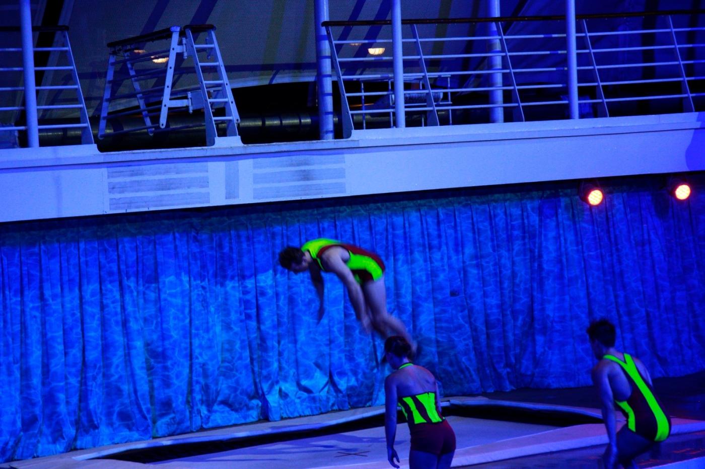 在海洋绿洲号游轮观看高台跳水秀_图1-8