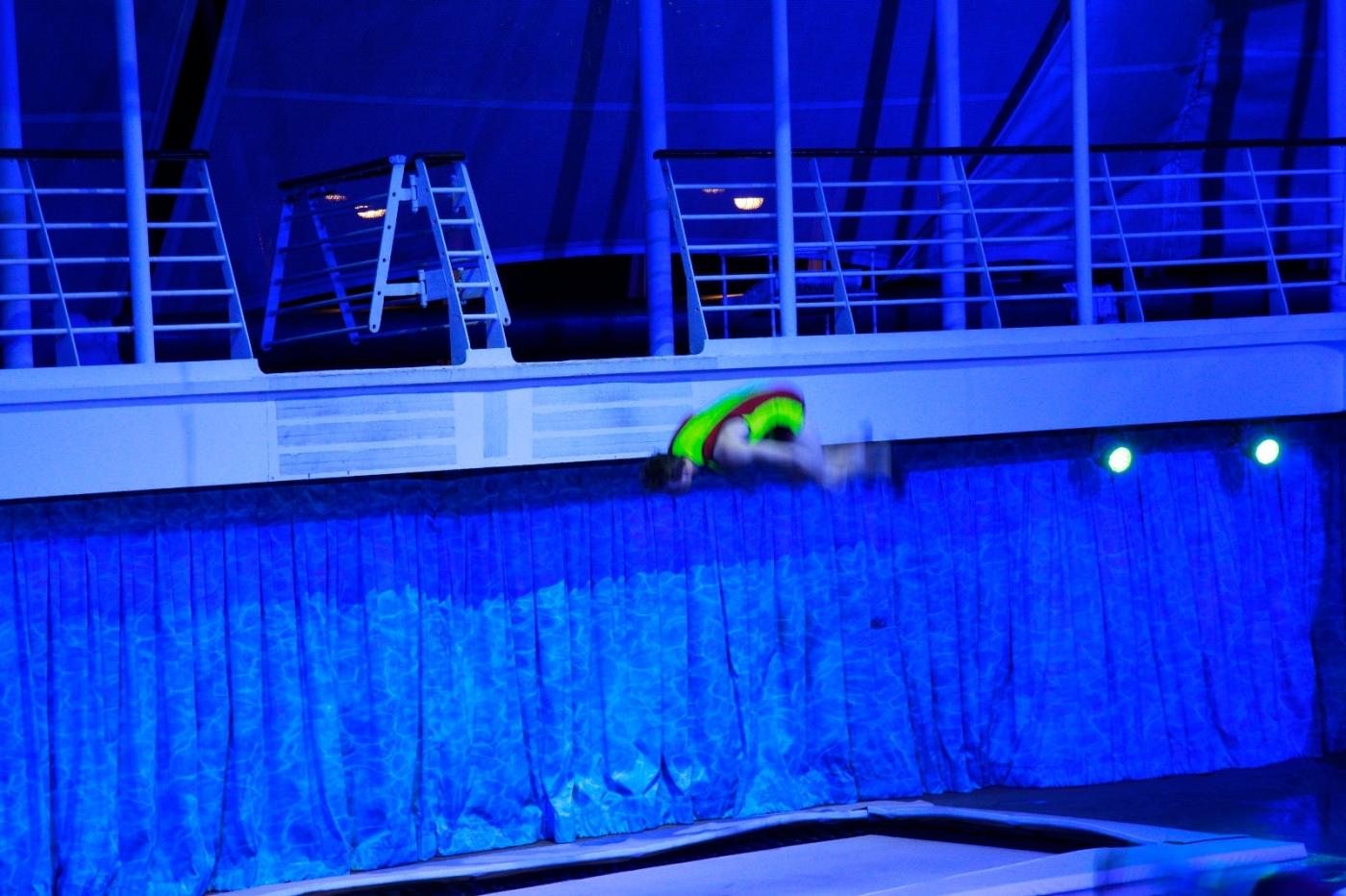 在海洋绿洲号游轮观看高台跳水秀_图1-9