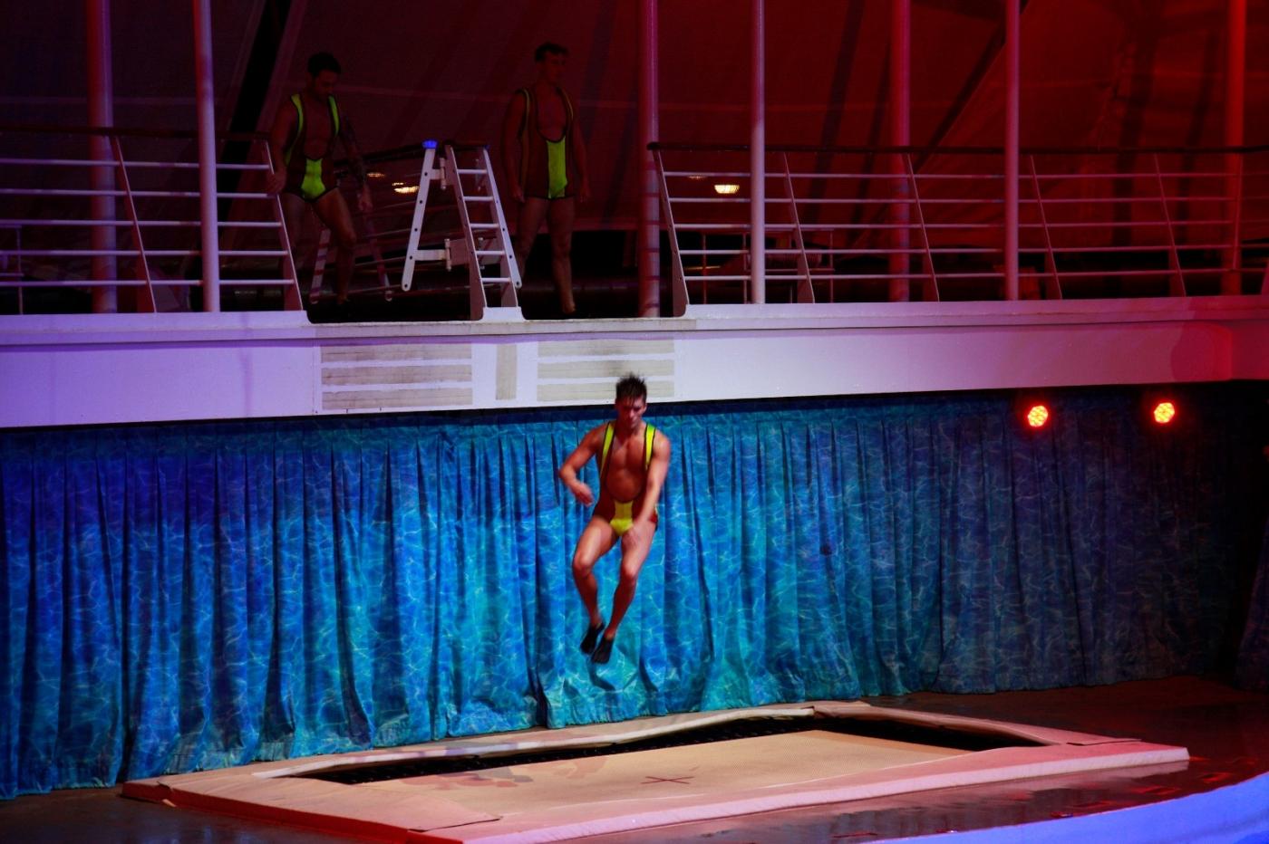 在海洋绿洲号游轮观看高台跳水秀_图1-14