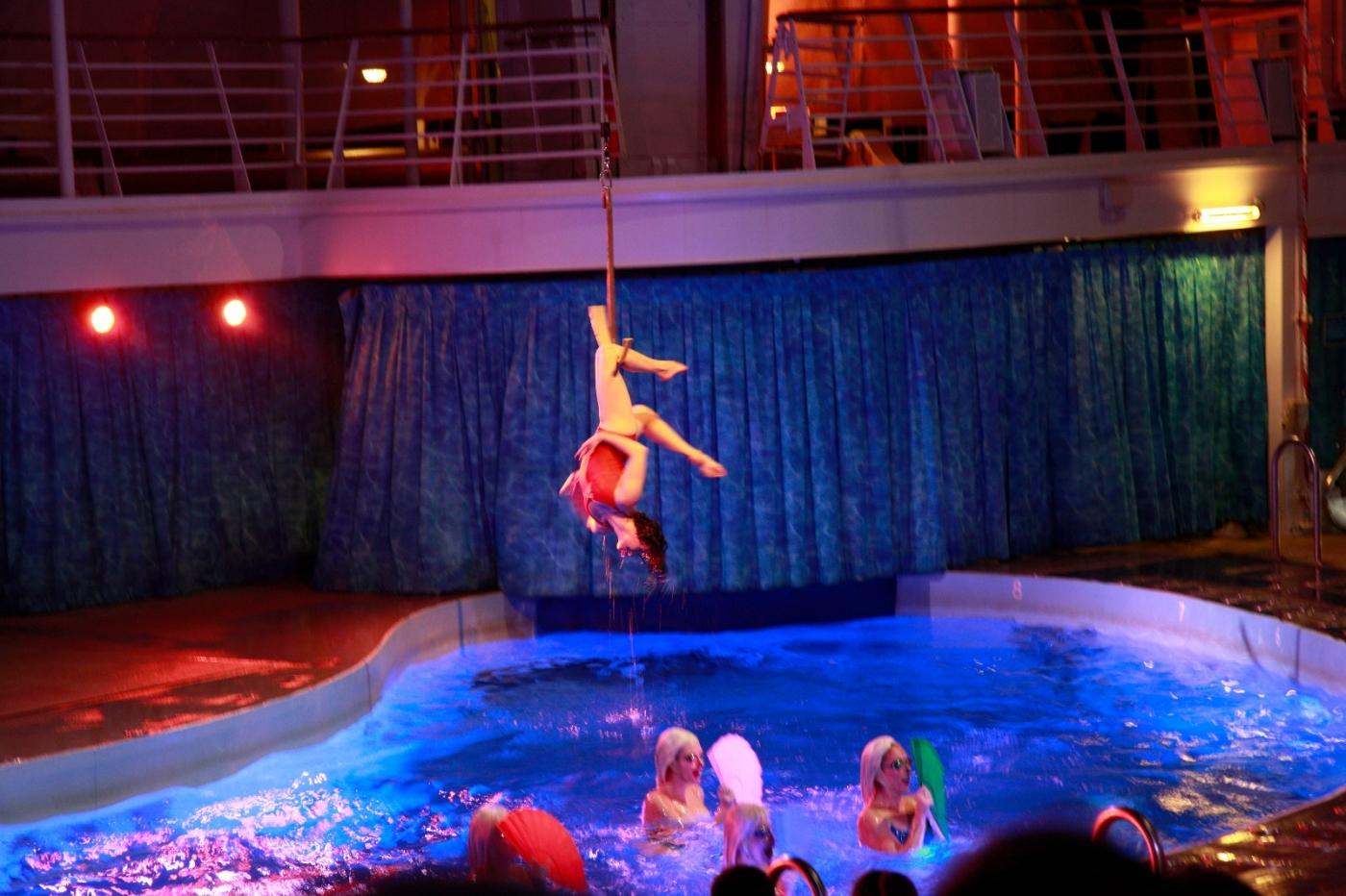 在海洋绿洲号游轮观看高台跳水秀_图1-17