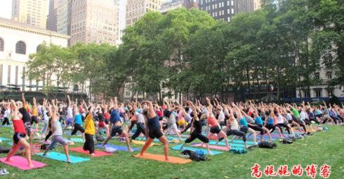 """高娓娓:美国人跳什么""""广场舞""""?一千人一起练瑜伽你见过吗? ..._图1-11"""