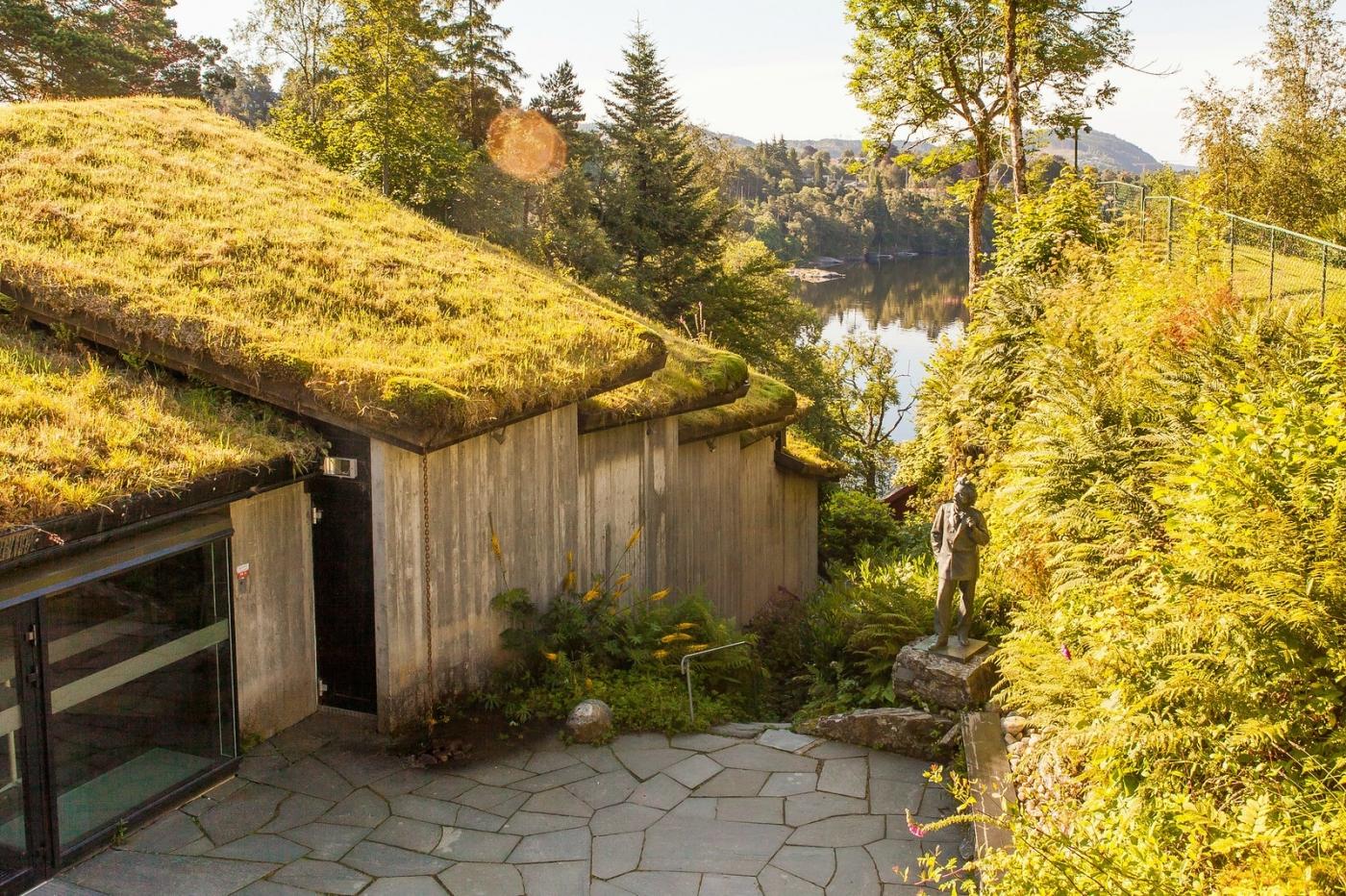 挪威作曲家爱德华-格里格,故居环境很漂亮_图1-5