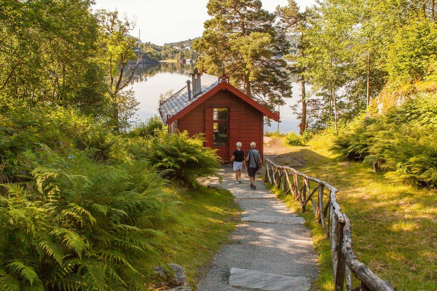 挪威作曲家爱德华-格里格,故居环境很漂亮_图1-3