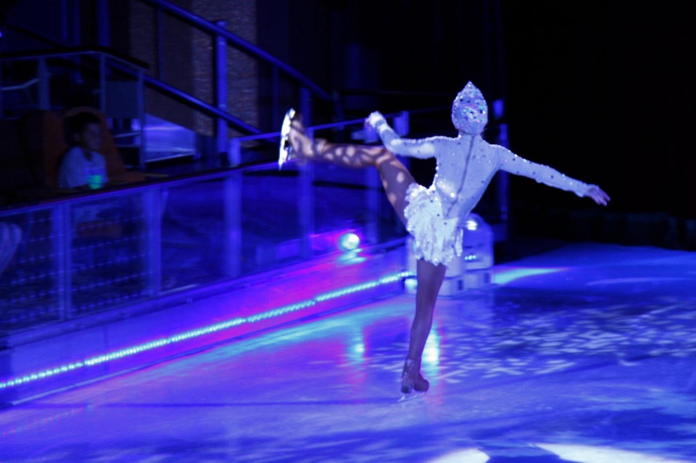 在海洋绿洲号游轮,观看冰上芭蕾,花样溜冰专场演出_图1-23