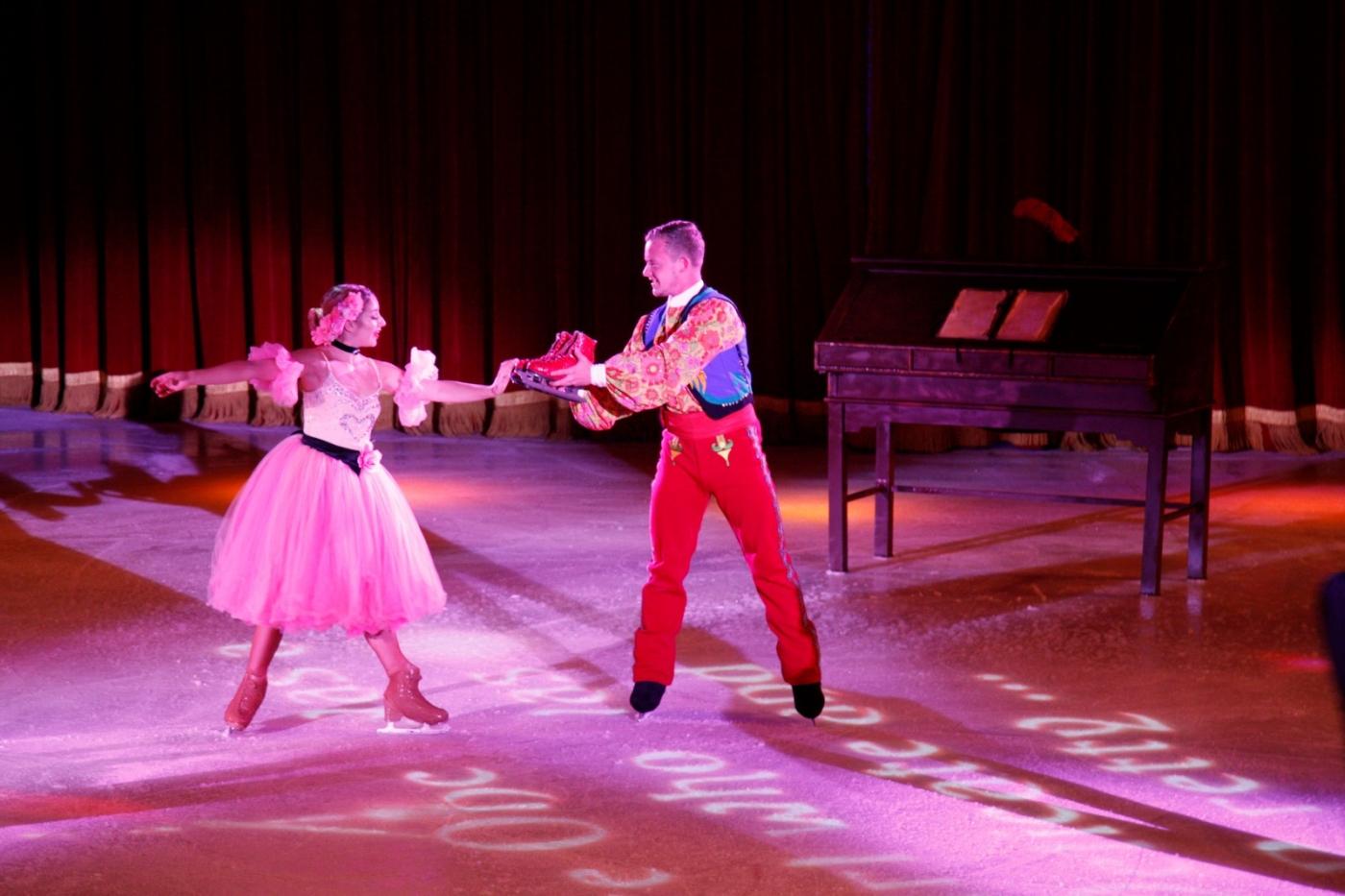 在海洋绿洲号游轮,观看冰上芭蕾,花样溜冰专场演出_图1-1