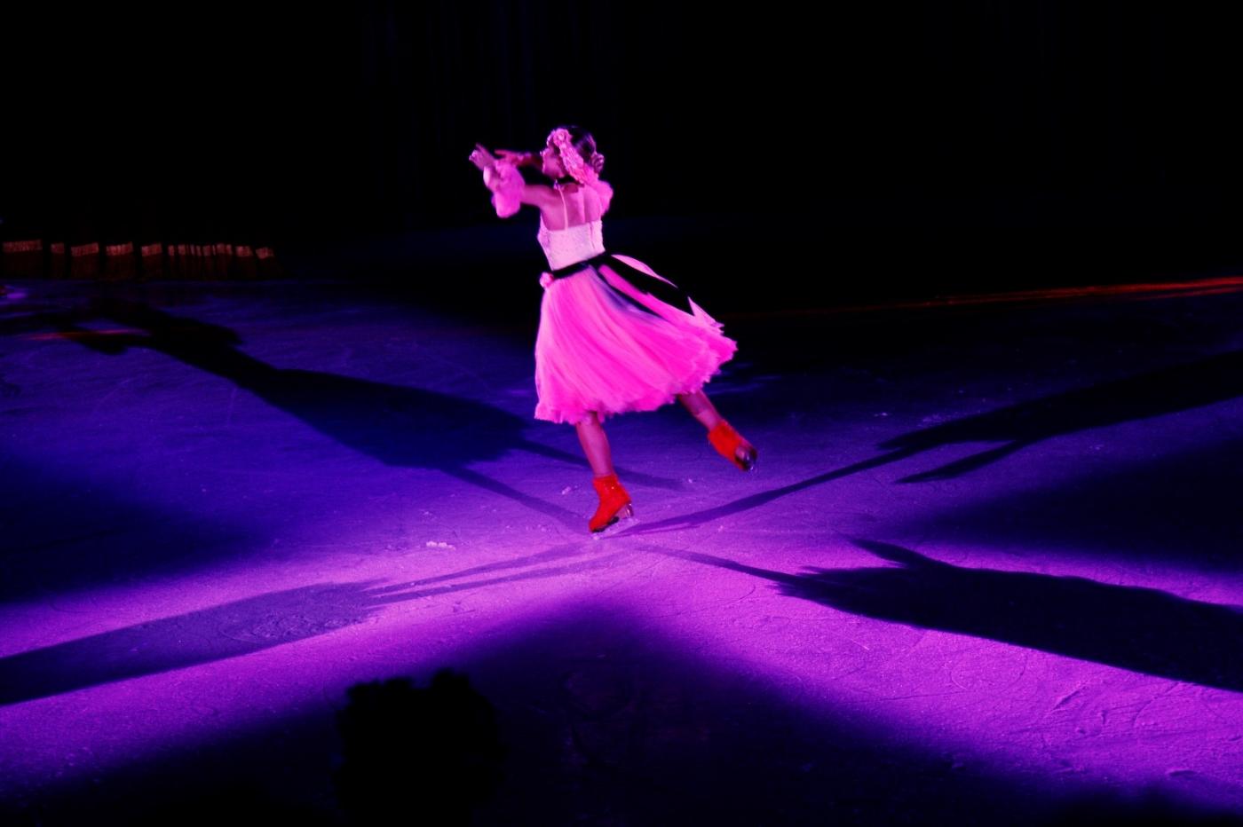 在海洋绿洲号游轮,观看冰上芭蕾,花样溜冰专场演出_图1-2