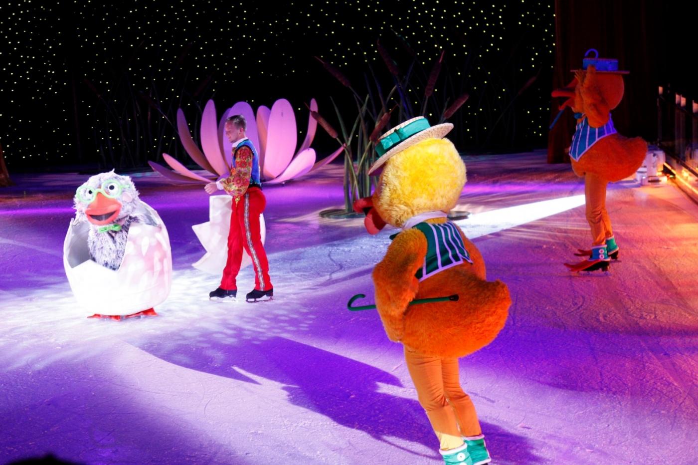 在海洋绿洲号游轮,观看冰上芭蕾,花样溜冰专场演出_图1-3