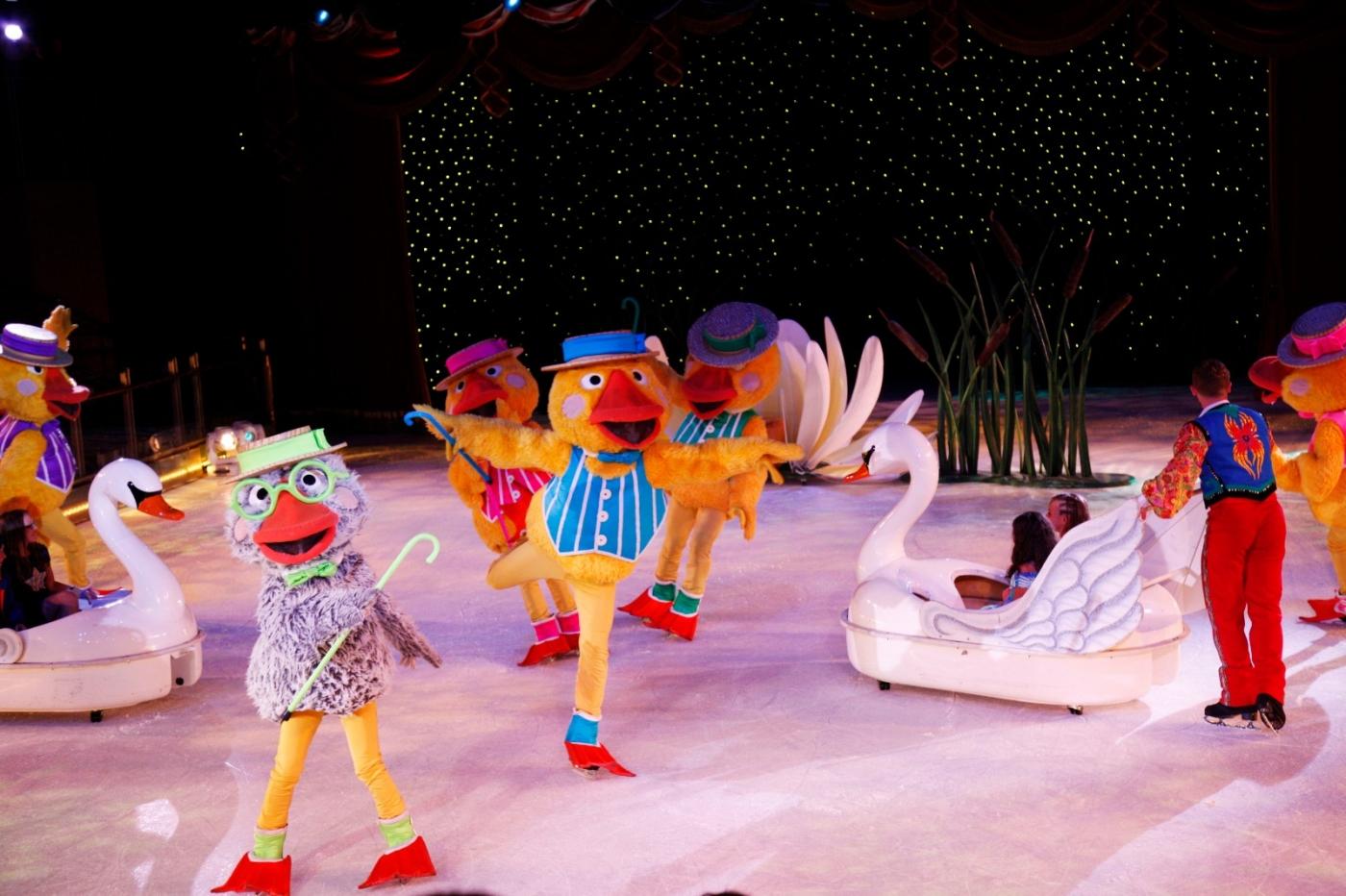 在海洋绿洲号游轮,观看冰上芭蕾,花样溜冰专场演出_图1-5