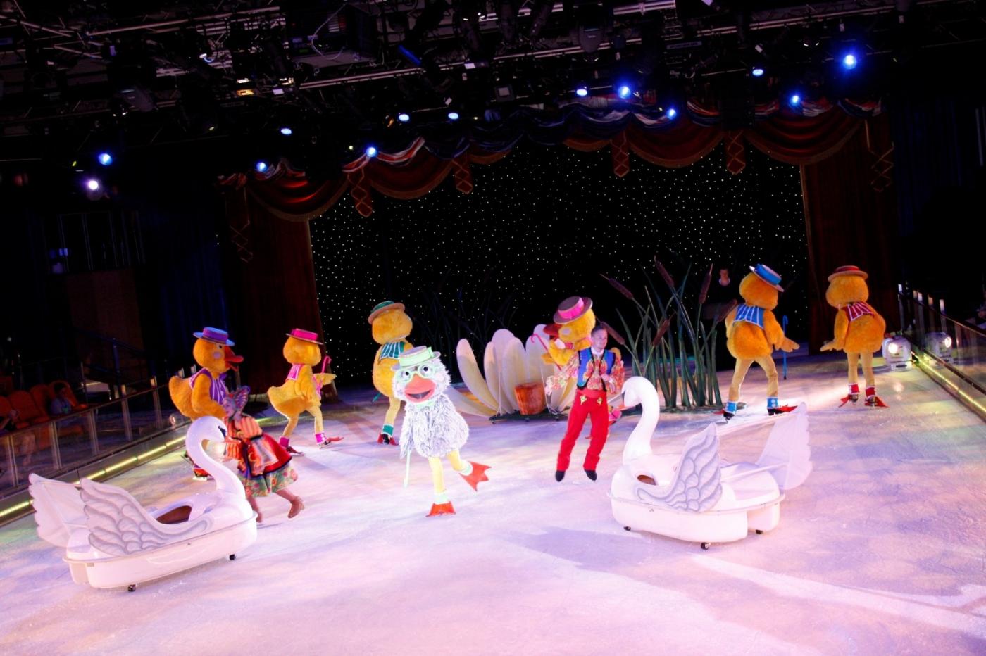 在海洋绿洲号游轮,观看冰上芭蕾,花样溜冰专场演出_图1-6