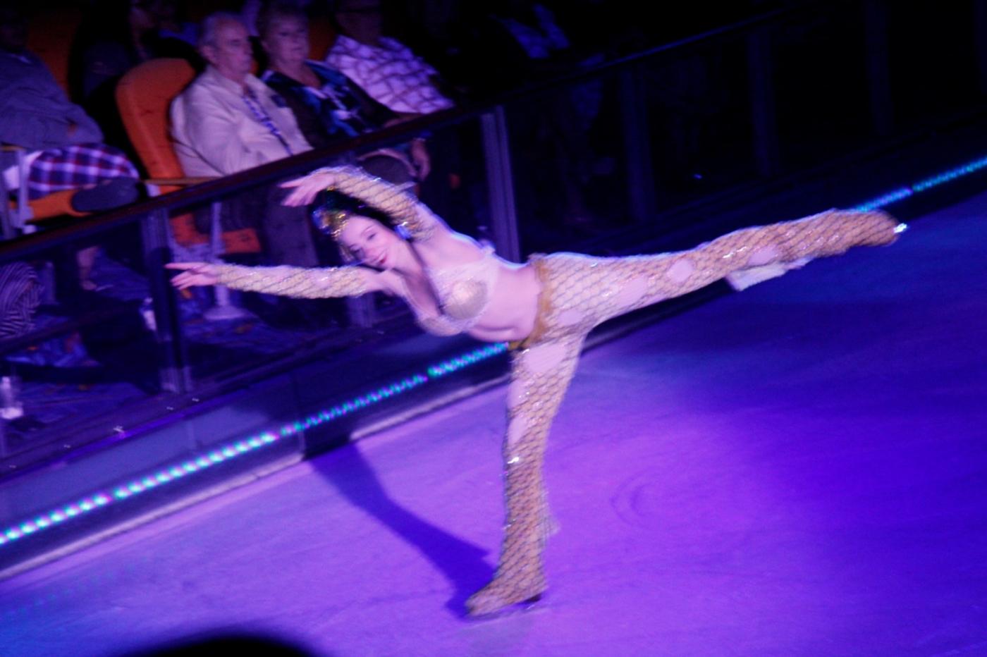 在海洋绿洲号游轮,观看冰上芭蕾,花样溜冰专场演出_图1-7