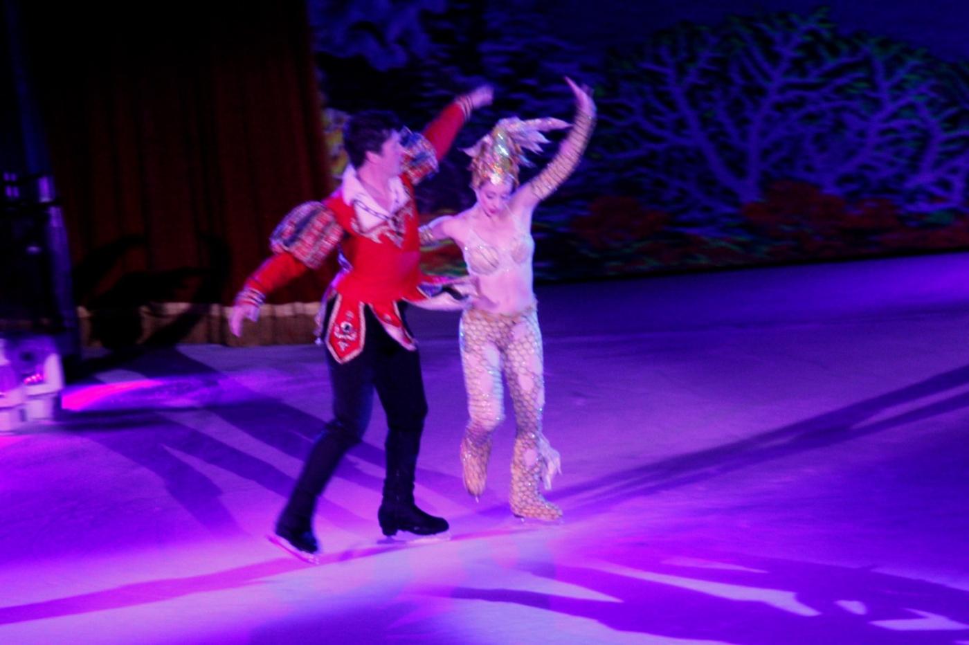 在海洋绿洲号游轮,观看冰上芭蕾,花样溜冰专场演出_图1-8