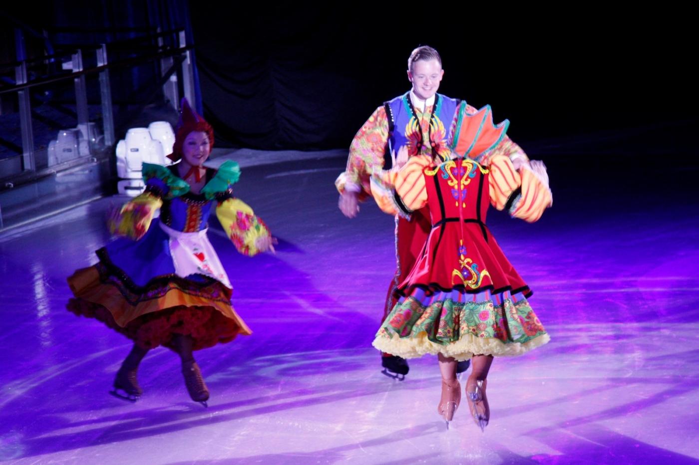 在海洋绿洲号游轮,观看冰上芭蕾,花样溜冰专场演出_图1-12