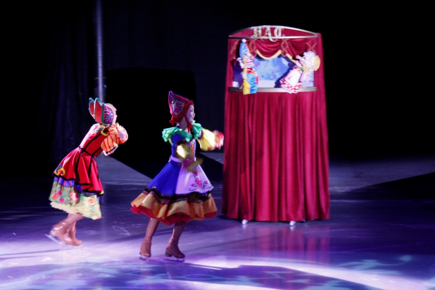 在海洋绿洲号游轮,观看冰上芭蕾,花样溜冰专场演出_图1-14