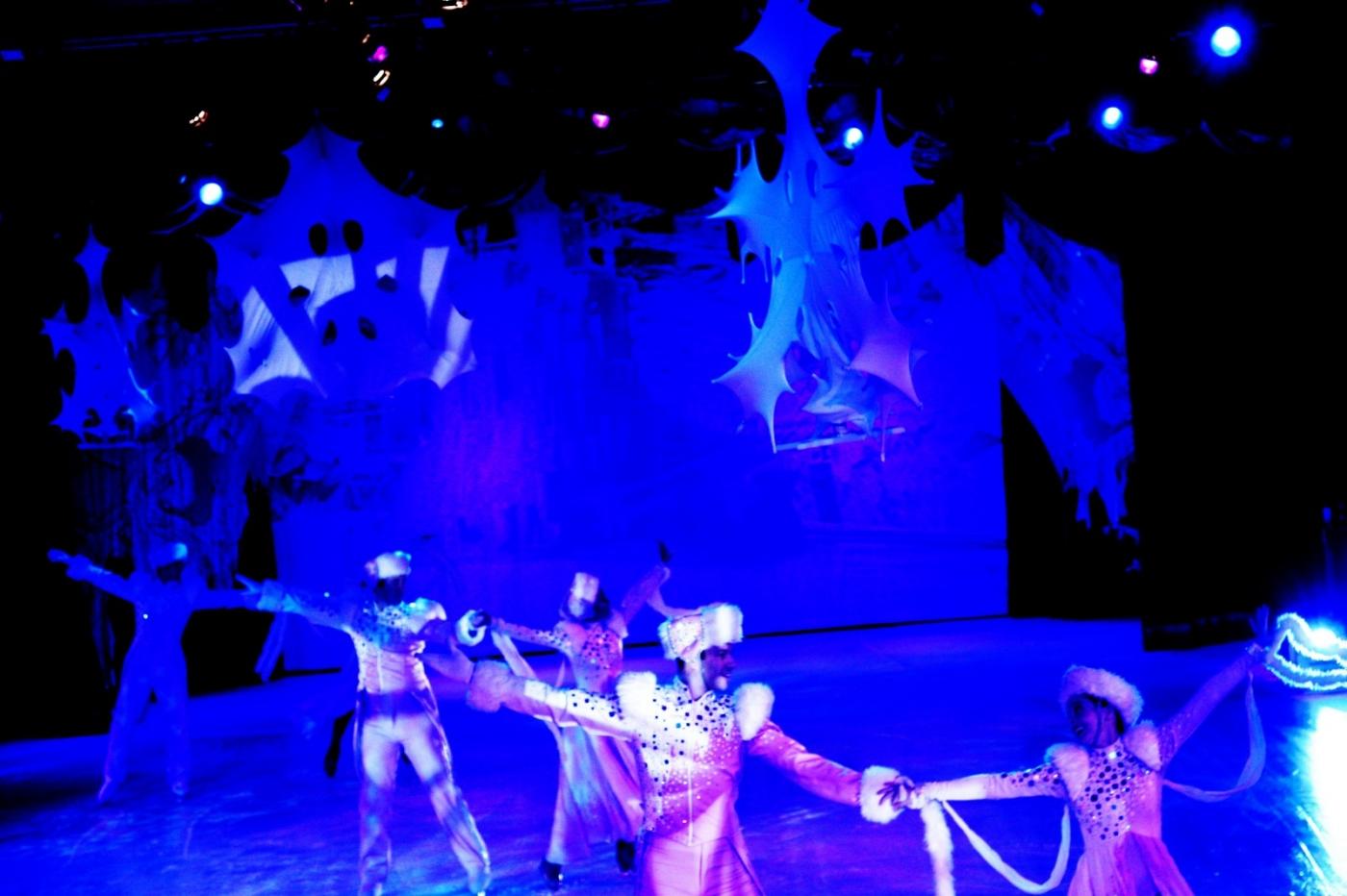 在海洋绿洲号游轮,观看冰上芭蕾,花样溜冰专场演出_图1-16