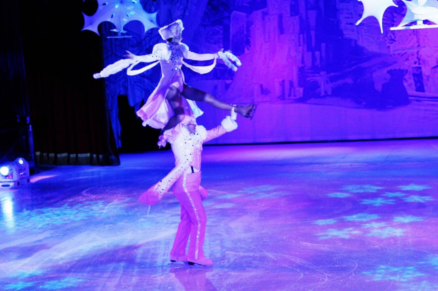 在海洋绿洲号游轮,观看冰上芭蕾,花样溜冰专场演出_图1-15