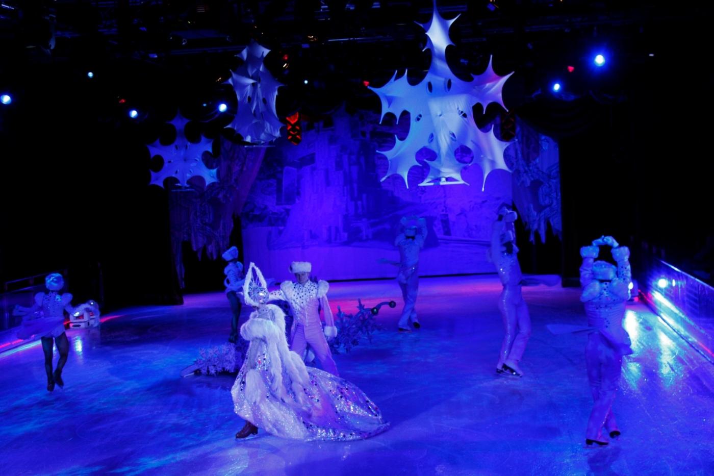 在海洋绿洲号游轮,观看冰上芭蕾,花样溜冰专场演出_图1-18