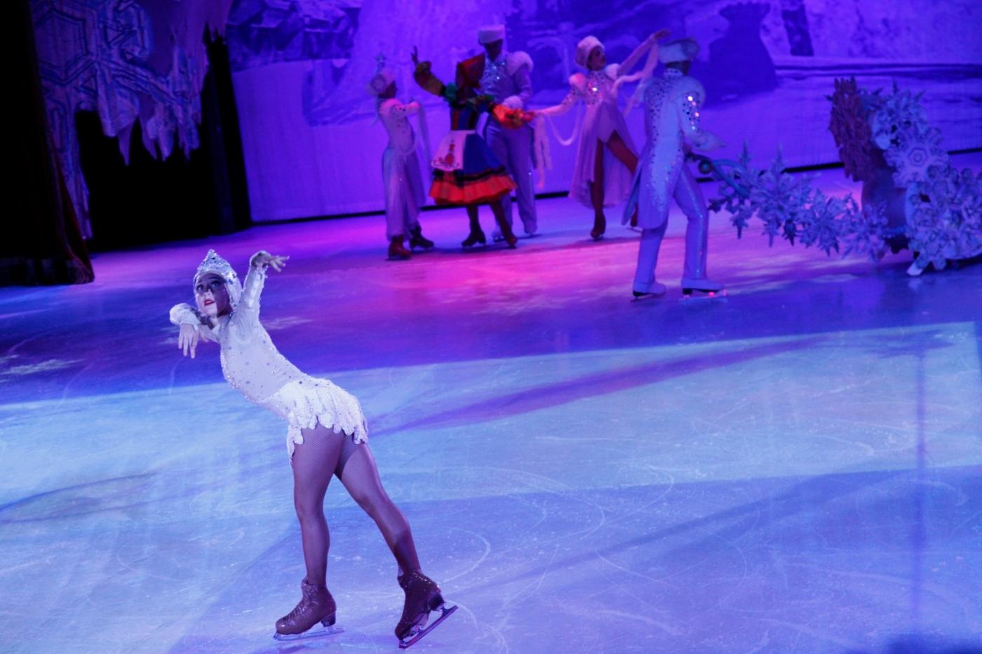 在海洋绿洲号游轮,观看冰上芭蕾,花样溜冰专场演出_图1-20