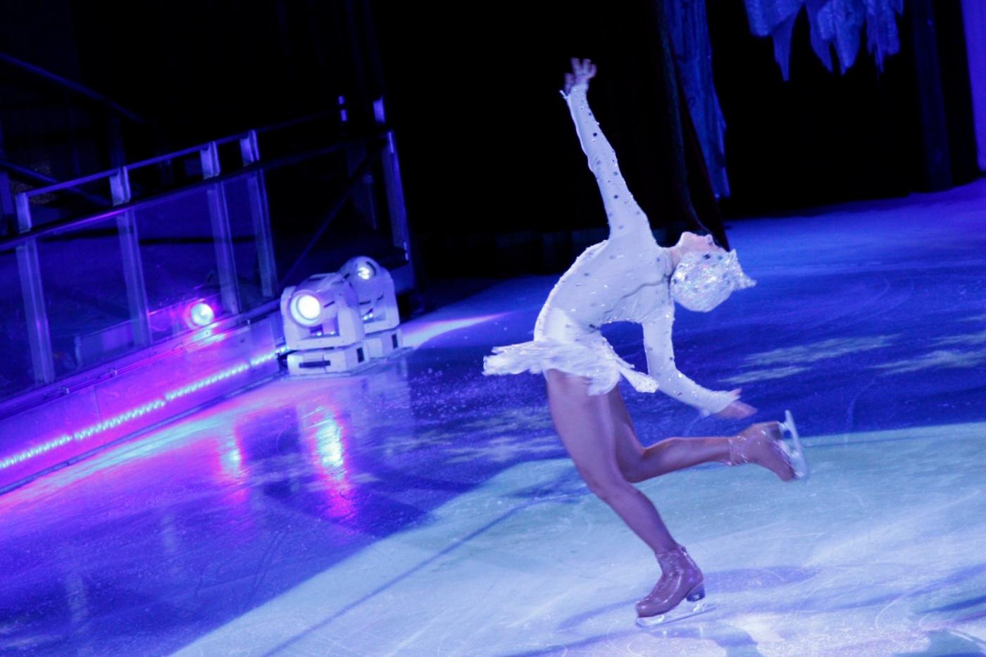 在海洋绿洲号游轮,观看冰上芭蕾,花样溜冰专场演出_图1-21