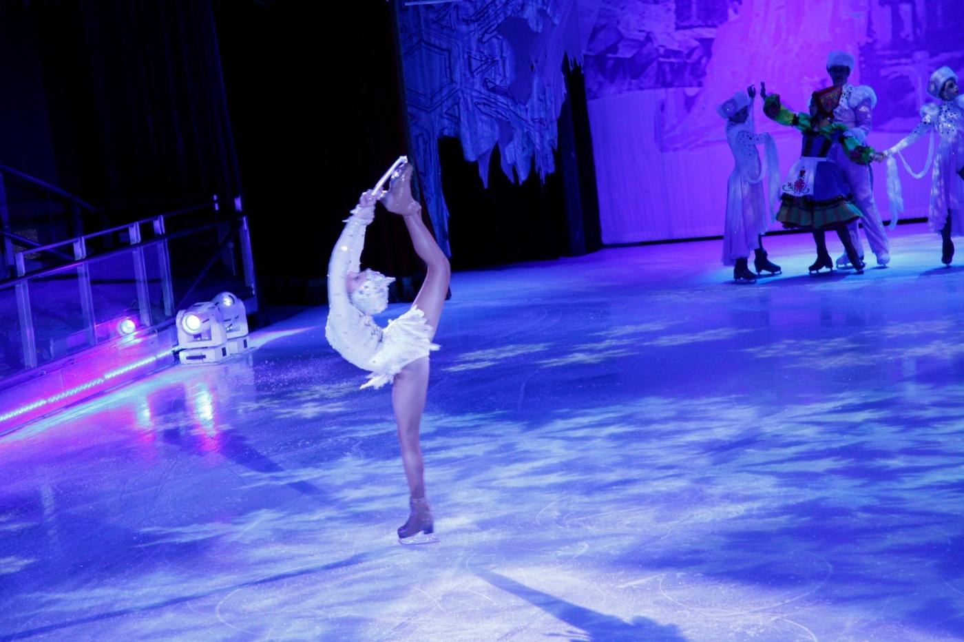 在海洋绿洲号游轮,观看冰上芭蕾,花样溜冰专场演出_图1-22