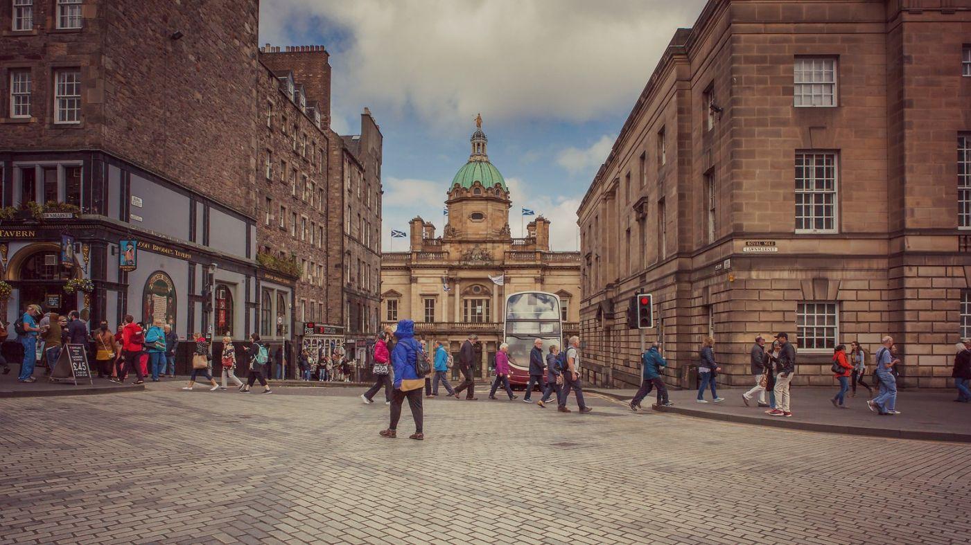 苏格兰爱丁堡,十字路口看风景_图1-3