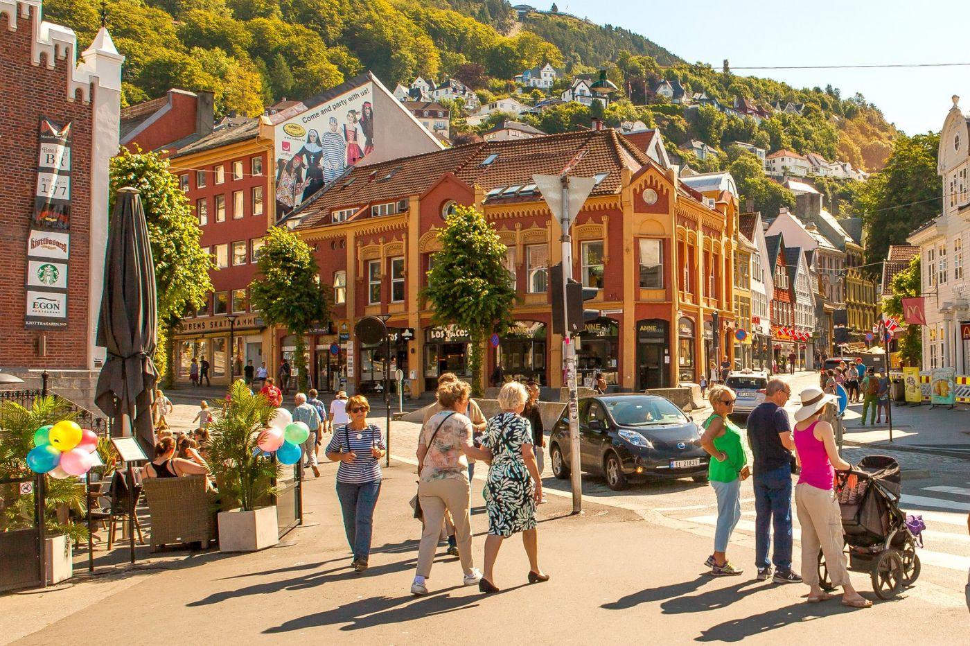 挪威卑尔根市,路边的精致花亭_图1-6