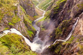 北欧风光,高山瀑布一泻千里
