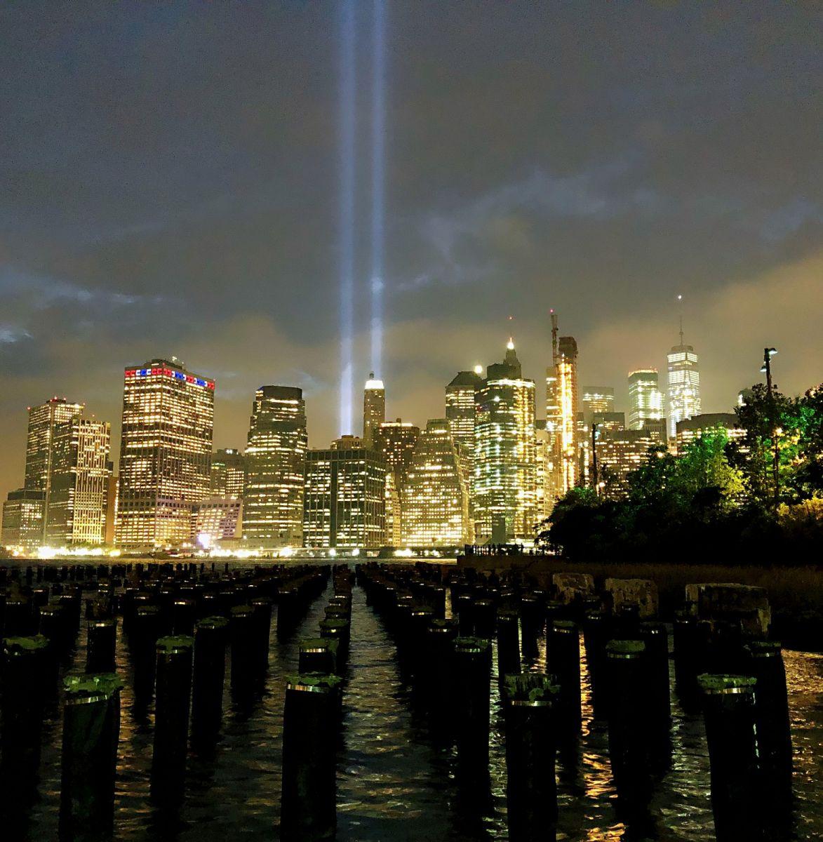 【田螺手机摄影】拍摄灯柱纪念911恐襲17周年_图1-3