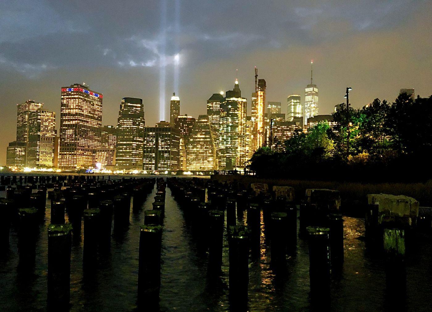 【田螺手机摄影】拍摄灯柱纪念911恐襲17周年_图1-1
