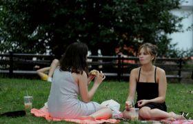 盛夏的纽约公园鸟儿少了,美女多了