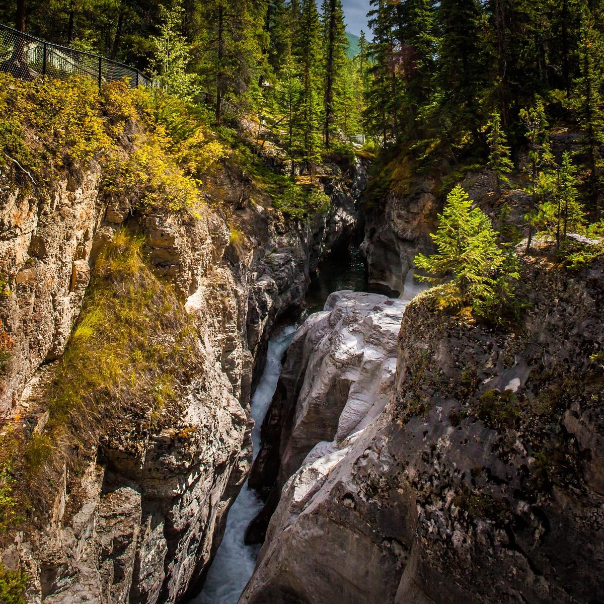 加拿大玛琳峡谷(Maligne Canyon),有一线天的感觉_图1-6