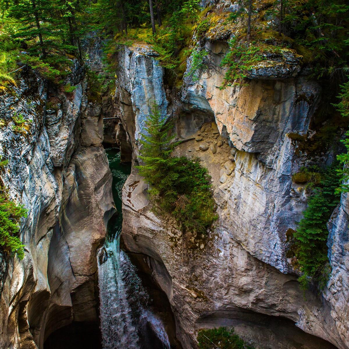 加拿大玛琳峡谷(Maligne Canyon),有一线天的感觉_图1-3