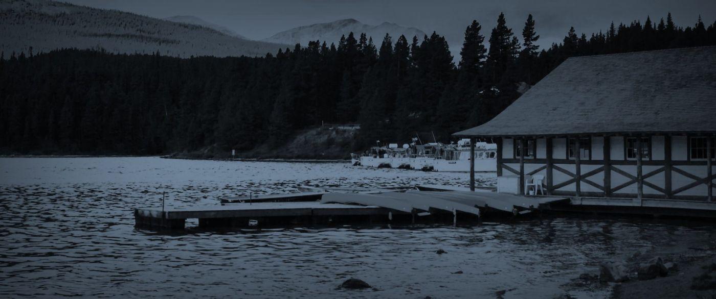 加拿大马林湖(Maligne Lake),云层中的一束光_图1-3