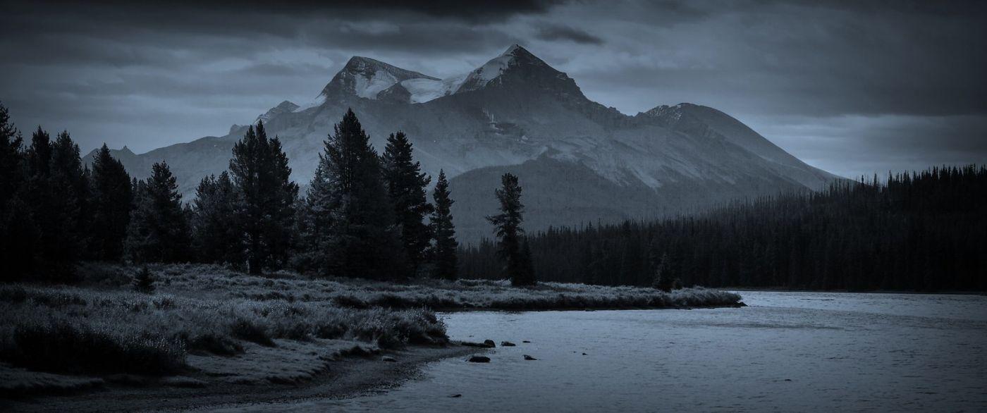 加拿大马林湖(Maligne Lake),云层中的一束光_图1-6