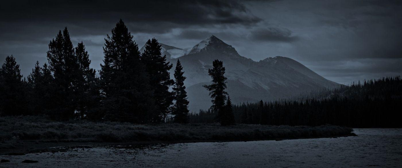 加拿大马林湖(Maligne Lake),云层中的一束光_图1-8