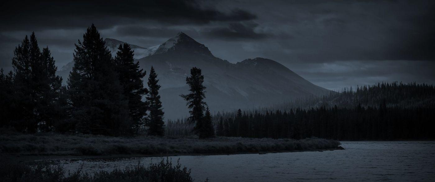加拿大马林湖(Maligne Lake),云层中的一束光_图1-12