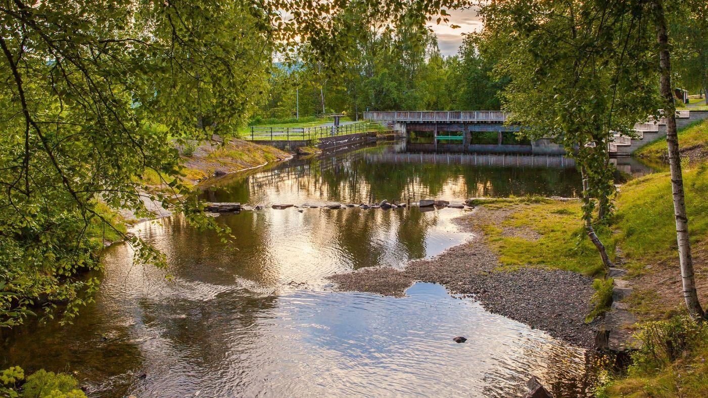 北欧风光,小桥溪水乡间一景_图1-4