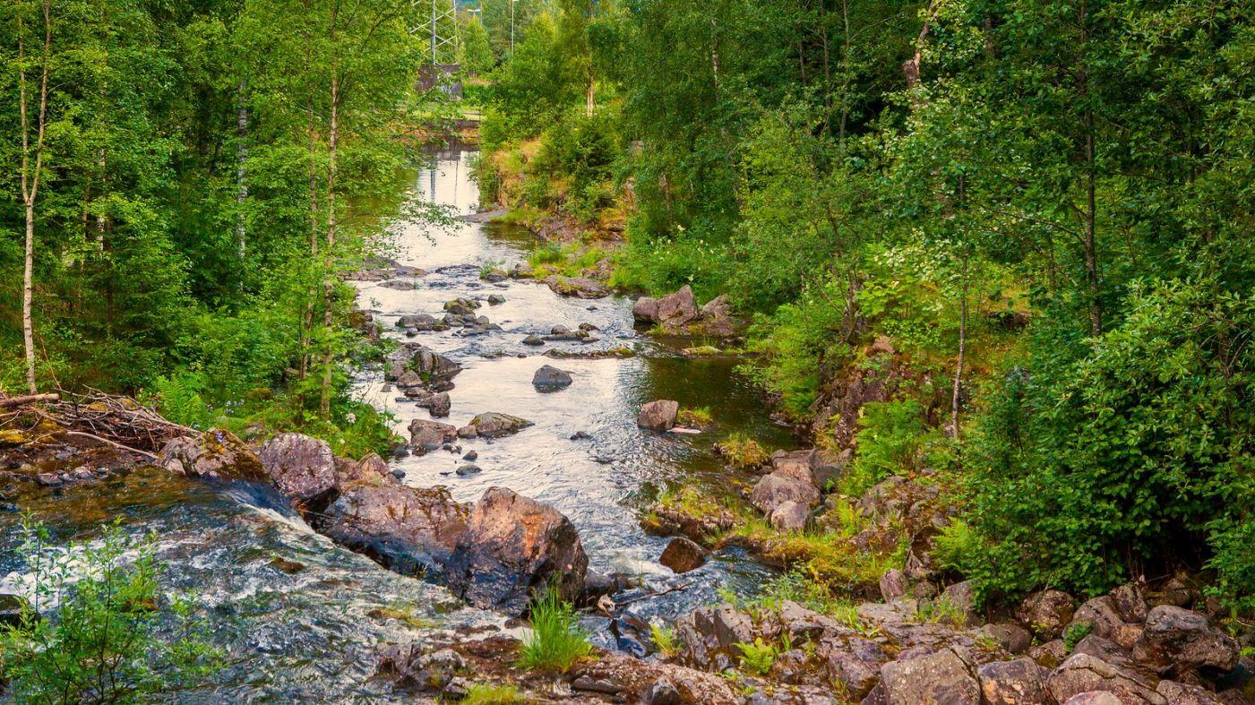 北欧风光,小桥溪水乡间一景_图1-2