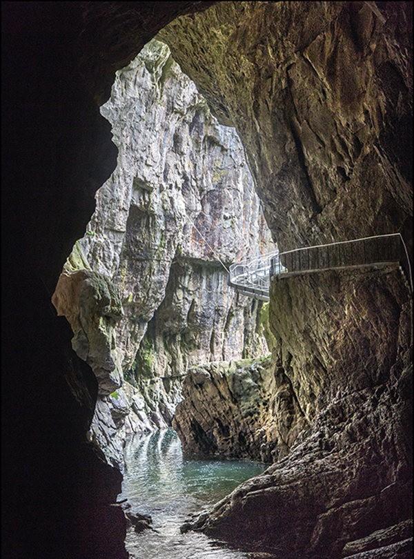 布莱湖洞穴_图1-2