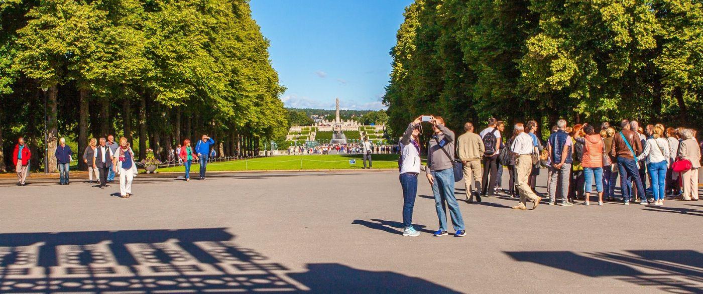 挪威维格兰雕塑公园,很著名的景点_图1-2