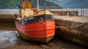苏格兰美景,岸边的船水边的景