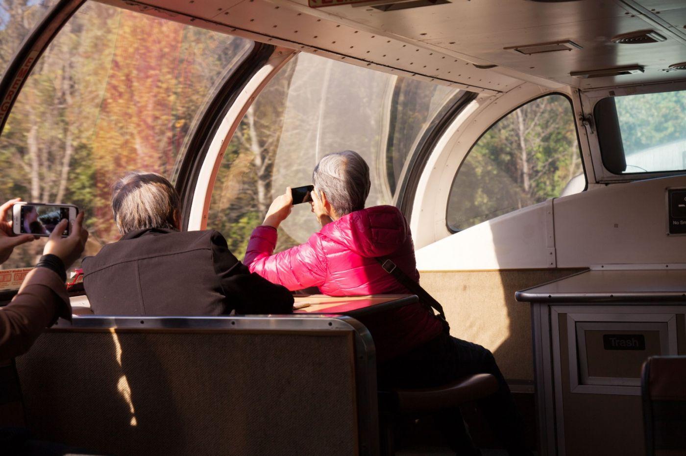 在赴加拿大蒙特利尔观看枫叶的观光火车上拍摄夕阳,别有情趣! ..._图1-2