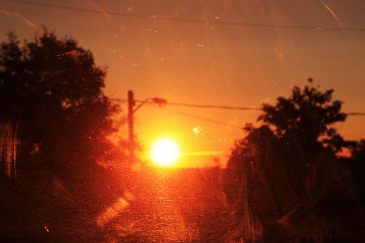 在赴加拿大蒙特利尔观看枫叶的观光火车上拍摄夕阳,别有情趣! ..._图1-9