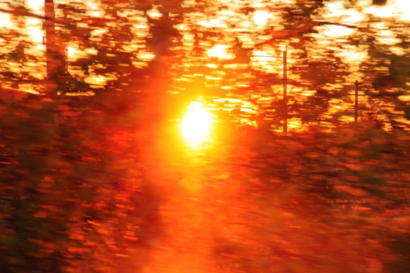 在赴加拿大蒙特利尔观看枫叶的观光火车上拍摄夕阳,别有情趣! ..._图1-10